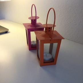 Nye lamper i metal m. glas. Mål: 17 cm høje og 7,5 cm brede. De har aldrig været i brug og er fine og fejlfri.  20 kr. pr. stk.  Sender gerne på købers ansvar.