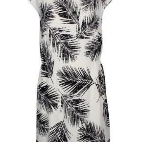 Super fin kjole str M Fra Soaked in Luxury. Været på 1 gang.