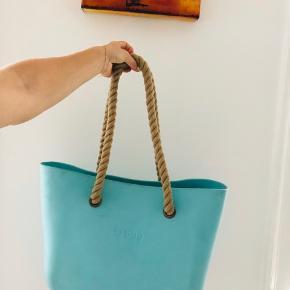 O bag 150 Euro fra ny, perfekt strandtaske, vandsky materiale, ikke slidt kun en smule beskidt