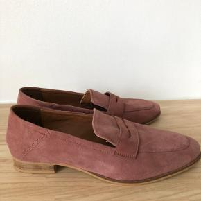 Skønneste sko, som jeg desværre må sælge. De har været på 2-3 gange