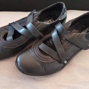 Sorte ballerina sko fra Skechers   Næsten ikke brugt