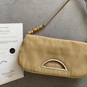 Vintage dior taske, købt hos the vintage bar. Ægtehedsbevis herfra samt authenticity certificate card medfølger.   Seriøse bud modtages!