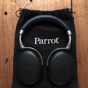 PARROT ZIK 2.0  Trådløse høretelefoner med noise cancellation og i lækkert læder med lidt patina  Nypris var 2200kr så gør er kup idag