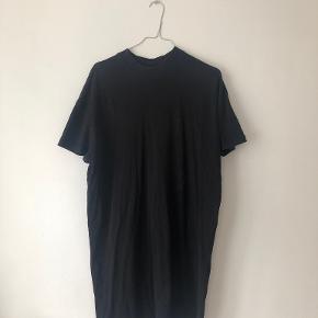 Mtwtfss kjole