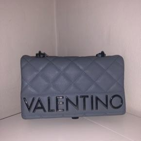 Sælger min fine fine Valentino taske HVIS det rette bud kommer. Byd gerne :)