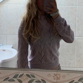 Pastel lilla sweater fra vero moda Dejlig at have på og klør ikke Str xs