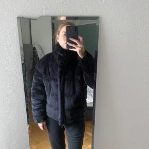 • Dejlig varm, Message jakke i det lækreste plys  • Str. M • Aldrig taget i brug