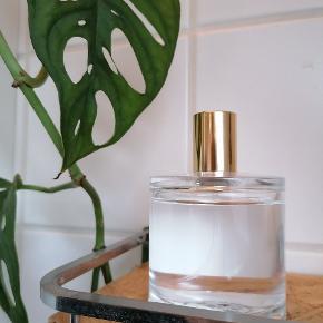 Lækker Zarko Perfume E'L EDP, 100 ml.  Brugt ganske lidt, men må erkende at duften desværre ikke er mig alligevel. Se billede for at se hvor meget der er brugt - ca en cm.  Kan afhentes i Tilst eller sendes på købers regning. Sendes der her igennem betaler køber ts gebyr oveni prisen 💗