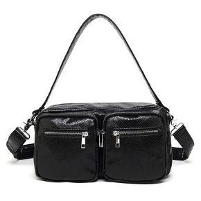 """SOLGT!   Noella """"Caja"""" taske i sort med slangeskind-look.   Højde: 20 Længde: 32 Bredde: 10  Aldrig brugt.  Købt pris: 499,-  Din pris: 250,- pp. 🥰"""