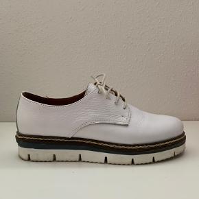 -Byd🌸 -Hvide lædersko fra bianco  -brugt 3 gange  -nypris: 900 kr.