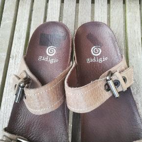 Skønneste sandaler aldrig brugt. Str 42.