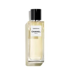 Chanel Gardenia parfume - LES EXCLUSIFS DE CHANEL - EAU DE PARFUM i 75 ml, der er brugt ganske lidt. Respekter venligst at jeg ikke bytter og køber betaler porto samt gebyr ved tspay.  DESCRIPTION The camellia, a flower whose perfect shape makes one forget its lack of scent. It was the emblem of Coco Chanel, who created a fragrance in its image and named it GARDÉNIA. A fresh and sensual nectar.  COMPOSITION GARDÉNIA is a fresh and sensual nectar with accents of jasmine and orange blossom. A floral and luxuriant trail.  INSPIRATION The white camellia, a flower whose perfect shape makes one forget its lack of fragrance. It was the emblem of Coco Chanel, appearing here and there in her creations; on the brim of a hat, a buttonhole or a piece of jewellery. In 1925, she created a fragrance in its image and called it GARDÉNIA.