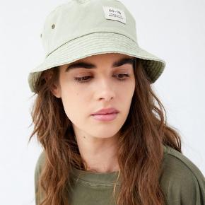 This amazing Urban Outfitters bucket hat is for sale! It was never used and still has the price 😉