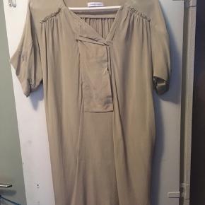 Ubrugt kjole/tunika i 100 % silke.  Str.36/S men jeg er str.38 og passer den fint.