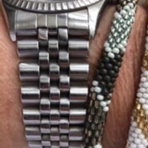 2 stål led til 36 mm Oyster Perpetual Datejust sælges.  Mit ur, som de her to led var overflødige på, er et vintage ur fra 1970.  Kan afhentes i Hellerup eller sendes for købers regning. Ts Gebyr tillægges også.