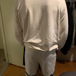 Puma sæt, hele sættet: 300 kr  Hoodie sælges seperat for: 200 kr Shorts sælges seperat for: 100 kr