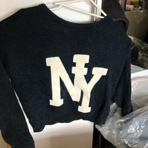 ⚫️SÆLGES BILLIGT⚫️ Skal snart flytte, så alle mine ting sælges billigt!  H&M trøje Str xs Brugt, men i god stand BYD