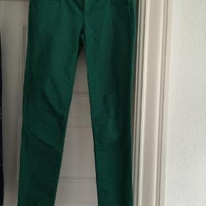 Fine Benneton jeans str. 30 grønne med smalle ben😀rigtig fine. Brugt få gange😀