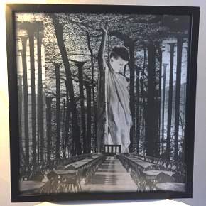 """Kollage af kunstneren ØjeRum, med titlen """"Circle of Trees"""" fra 2014. Købt hos kunstneren, og er stadig i samme indramning. Måler vist ca 50x50 cm. Måler efter ved interesse."""