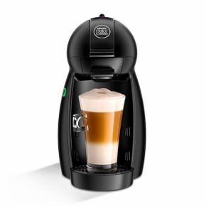 """Fuld funktionsdygtig Nescafé kapsel-kaffemaskine. Sælges kun da jeg har en anden kaffe-maskine. Super fin stand, som ny - eneste er at der er en lille smule af logoet som er """"kradtet"""" lidt af, som vist på billede. Brugt 5-10 gange kun.  Afhentes i Aalborg! Fast pris.   Model: Nescafé dolce Gusto piccolo"""