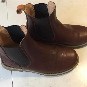 3f4309dedea Varetype: Chelsea boots Farve: brun Oprindelig købspris: 1500 kr. Prisen  angivet er