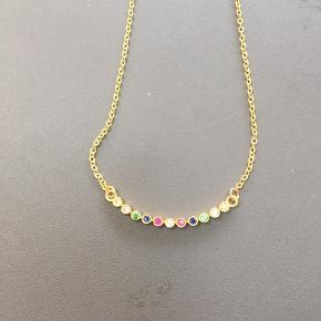Sprit ny halskæde fra cool Joseph Cph i guld med forskellige sten.   Aldrig brugt / stadig med tag.   Mp 200,- pp