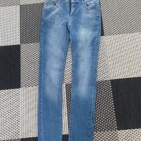 Cost:bart jeans