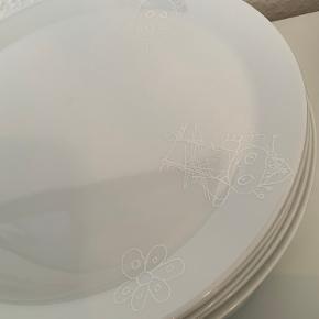 Paul Pava by Aida Hvidt motiv på hvide tallerkner   14 store tallerkner 29 cm 14 frokost tallerkener 22 cm  Udgået model  Aldrig brugt