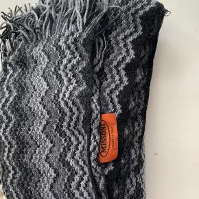 Lækkert Missoni tørklæde  Brugt få gange