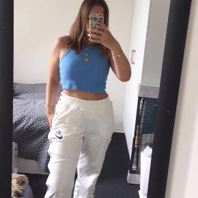 Nike bukser med knapper i siden