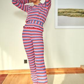 Mads Nørgaard super stripe bluse. Den har v hals og peplum kant. Aldrig brugt, str s.