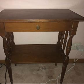 Petite table de nuit avec 1 tiroir