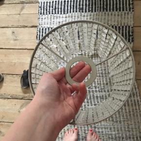 TRE stk. Glas pendler (lampeskærm) uden fatning, udgået fra Ikeas sortiement, giver virkelig fedt lys, sælges helst samlet 20Ø • Bruger selv:  TØJ STR: 34-36 (xs-s) HØJDE: 172 cm SKO: str. 38 stilletter/ 39 flade.  • MobilePay ✅  Sender gerne m. DAO eller Tradono  - men er ekskl. Pris og v. DAO er forudbetaling et must.