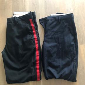 2 par chinos i str. 36  De sorte bukser er aldrig brugt, de blå er men fremstår som nye.