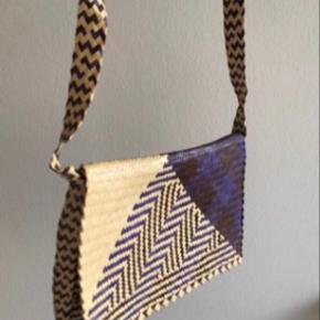 Sælger denne Azteker taske, købt i Marrakech Marokko. Så fin mønster og lavet i bæredygtigt materialer.   Bytter også