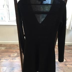 Super fin kjole i sort med glimmer