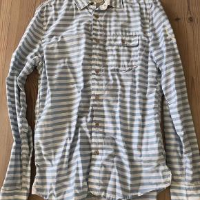 Varetype: Skjorte Farve: Stribet Lysblå Hvid Oprindelig købspris: 1000 kr.
