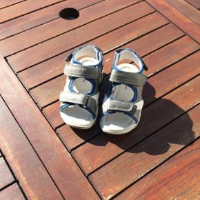 Sandaler brugt max 3 gange.