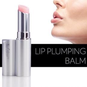 👄 LIP PLUMPING BALM 👄  En utrolig lækker læbepomade der giver et boost til dine læber, så de bliver mere fyldige og amor-buen bliver tydeligere. Læbepomaden holder dine læber fugtige uden at fedte!  FAST PRIS ! ~ Fås ikke i butikker