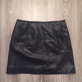 Superfint mini skirt i læder look