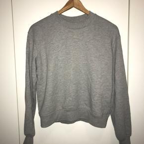 NA-KD sweatshirt Næsten ikke brugt Str. M men fitter nok s-m Køber betaler fragt. Bytter ikke😊              Søgeord: na-kd, gina tricot, h&m, envii, ganni, zara, Wood Wood, mango, monki, neo noir, weekday, vero moda, only, lala Berlin