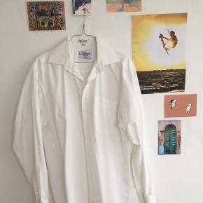 Hvid skjorte - kun brugt få gange ;)