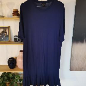 Rigtig fin og blød t-shirt kjole fra Monki.