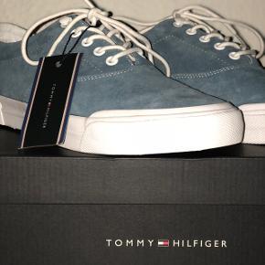 Helt nye Tommy sneaks. Aldrig brugt! Np. 1300