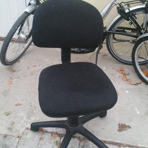 Helt fint of fukd funktionel kontor stol.