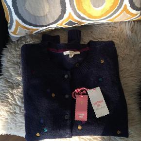 Brand: White Stuff Varetype: sweater Farve: marine Oprindelig købspris: 300 kr.  Lækker uldcardigan, som desværre ikke passer mig.