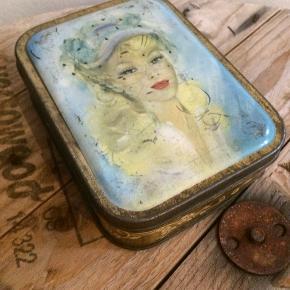 Smuk vintage / antik dåse