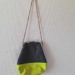 Tasken i ægte skind