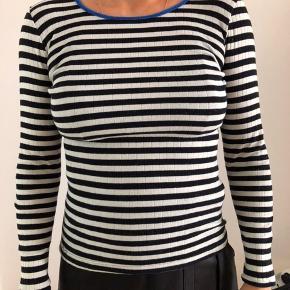 Nørgaard på strøget langærmet t-shirt Passer en størrelse S-M Nypris er 300kr Byd!