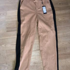 Helt nye Vero Moda bukser, stadig med prismærke. Str M  Længde 32
